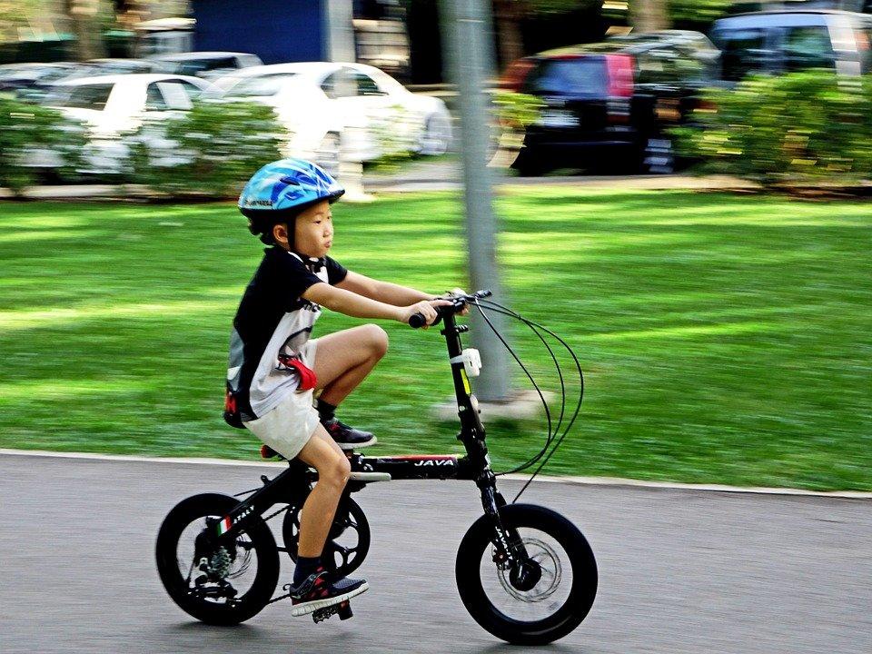 Bimbo investito da un giovane ciclista: culpa in educando dei genitori?Ne parla lo studio legale acp