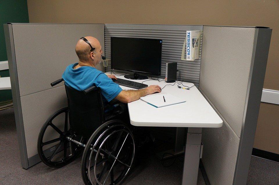 Lo studio legale acp affronta il tema: si può licenziare un invalido?