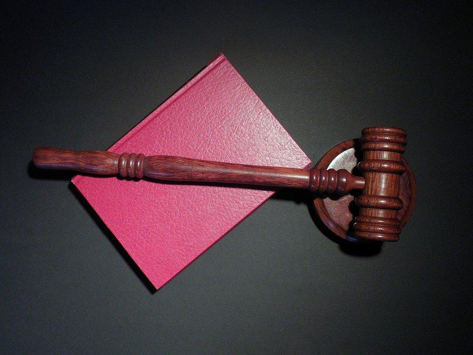 Caso di contestazione dell'alterazione del decoro architettonico spiegato dallo studio legale acp