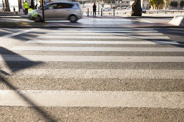 Investimento fatale pedone: la responsabilità è solo del conducente? Risponde lo studio legale acp