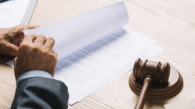 Lo studio legale acp spiega il caso di abbandono tetto coniugale del marito per stare vicino alla madre malata: separazione a suo carico?