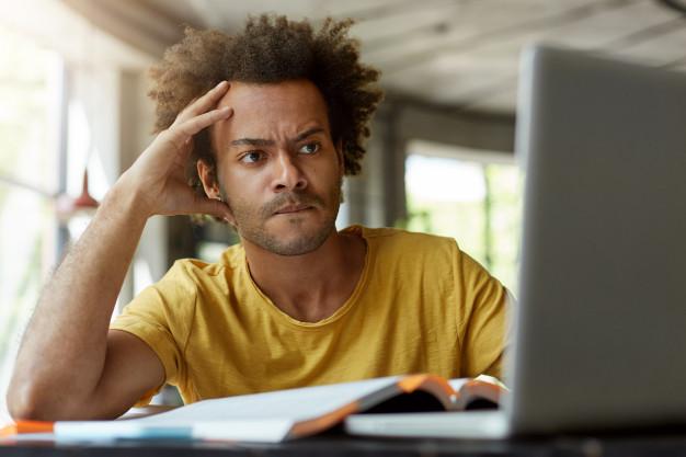 Recensione negativa su internet: critica o diffamazione? Studio legale