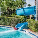 La figlia cade in piscina: anche il padre distratto è colpevole